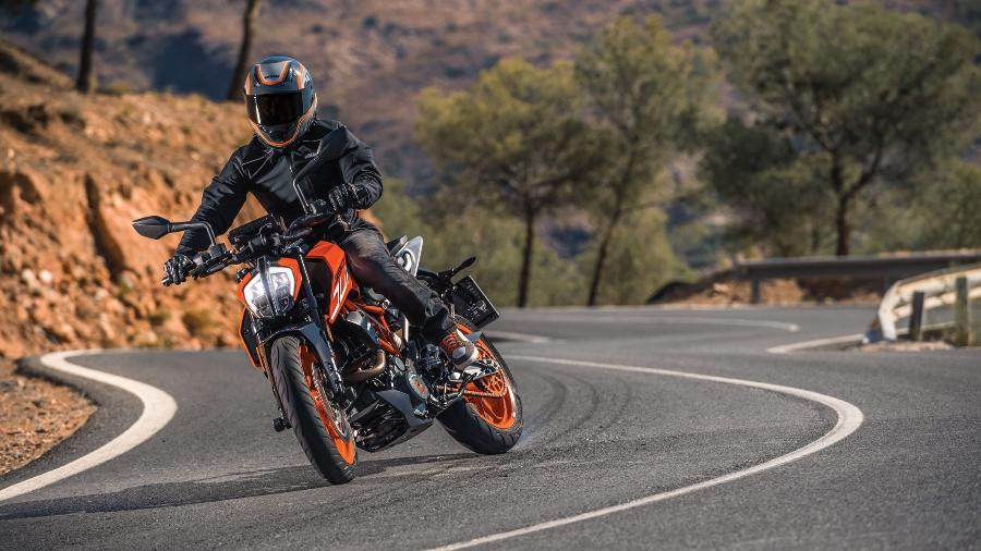 Mais eficiente: KTM 390 Duke 2017 teve suspensão e freios revistos - Divulgação