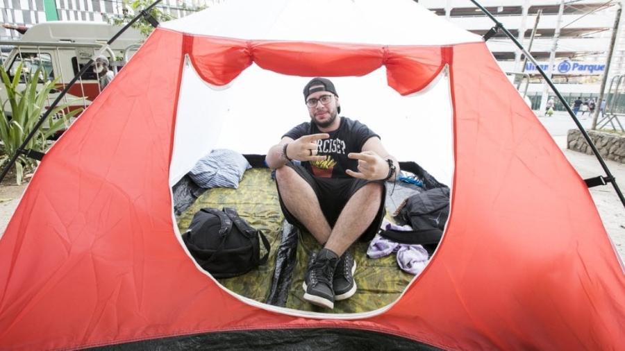 """Fã acampa no Allianz Parque para acompanhar shows de The Who e Guns N"""" Roses - Mariana Pekin/UOL"""