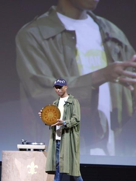 Uma música para o futuro: Canção de Pharrell está gravada em um disco de argila - Reprodução/Twitter