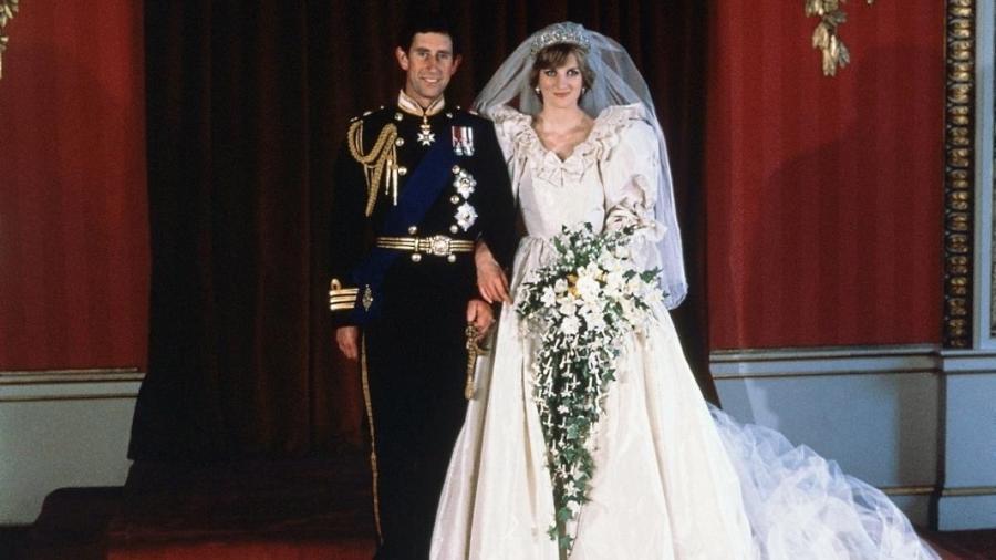 Vestido assinado por Elizabeth Emanuel, que virou símbolo dos anos 80 - Divulgação