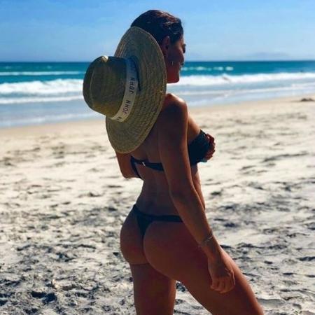 Juliana Paes posta foto de biquíni na praia - Reprodução/Instagram
