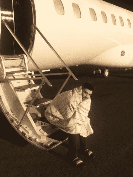 Gusttavo Lima volta a aparecer enrolado em cobertor - Reprodução/Instagram