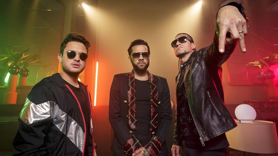 """Thiago Matheus, Dani Alves e Pinto cantam a música """"Suave"""" - Divulgação"""