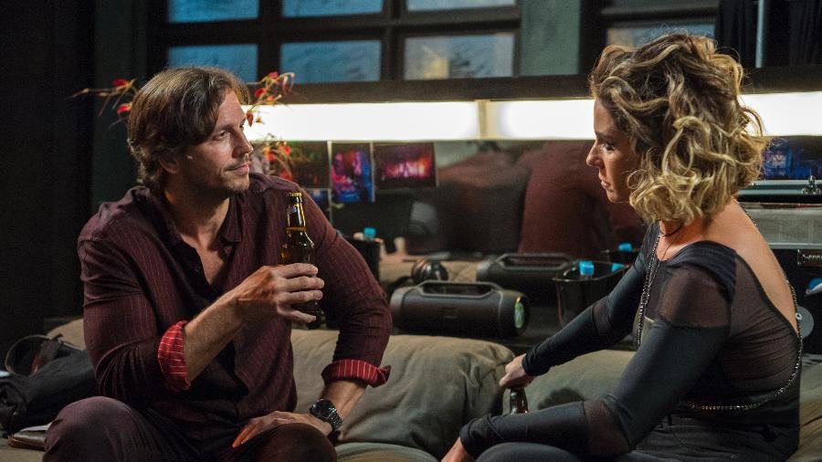 Luzia (Giovanna Antonelli) fica apavorada com Remy (Vladimir Brichta), que descobre sua identidade falsa e diz que pode a denunciá-la a polícia por mais um crime - Divulgação/TV Globo