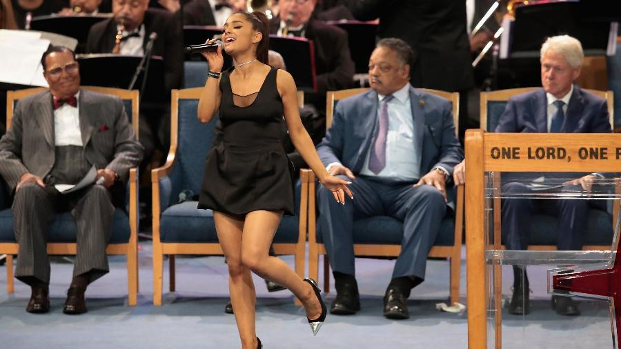 Ariana Grande canta no funeral de Aretha Franklin em Detroit, nos Estados Unidos - Scott Olson/Getty Images