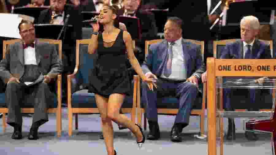 Ariana Grande canta no funeral de Aretha Franklin em Detroit, nos Estados Unidos - Scott Olson/Getty Images