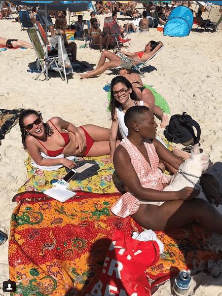 Bruna Linzmeyer com amigas - Reprodução/Instagram