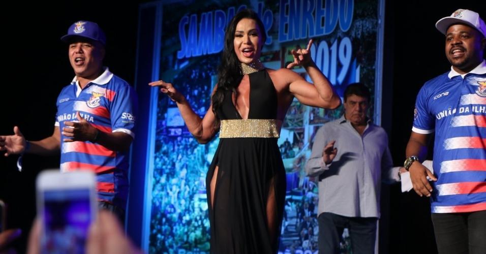 Gracyanne Barbosa participa do evento de samba no Rio de Janeiro