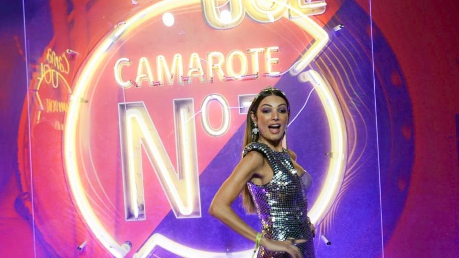 A apresentadora Patrícia Poeta faz pose ao chegar ao camarote CarnaUOL N1 2019 no Desfile das Campeãs no RJ - Matias Maxx / UOL