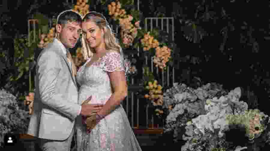Carol Dantas e Vinícius Martinez se casaram no interior de São Paulo - Reprodução/Instagram