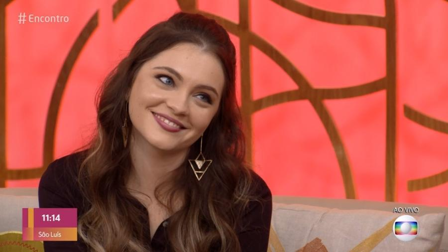 Cecilia Dassi, a Sandrinha de Por Amor, esteve no sofá do Encontro com Fátima Bernardes - Reprodução/Globo