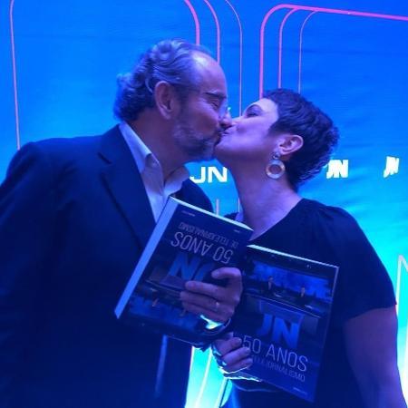 Sandra Annenberg beija o marido, Ernesto Paglia - Reprodução/Instagram