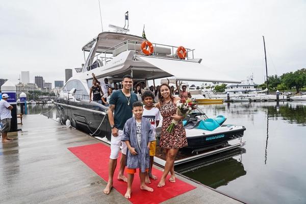Resultado de imagem para Thiago Silva paga R$ 5,9 milhões em iate de luxo para família, veja fotos