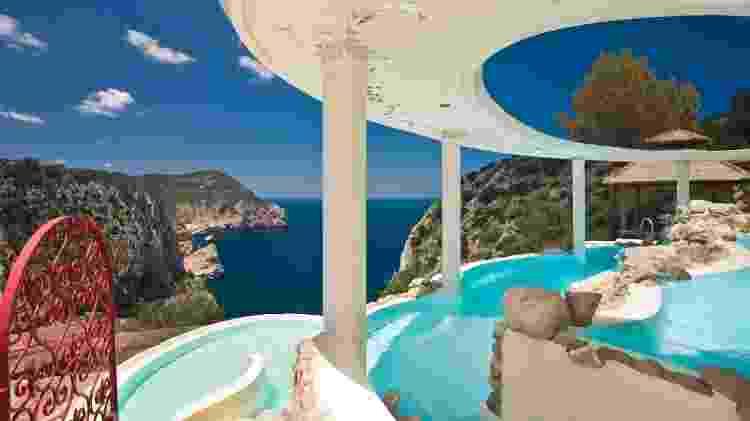 Piscina no La Posidonia Spa, em Ibiza - Divulgação