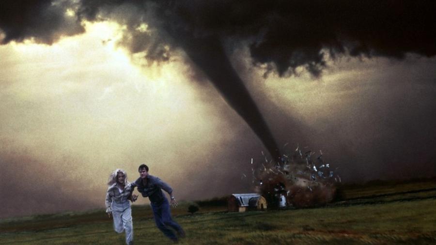 Cena de Twister, de 1996, dirigido por Jan de Bont - Reprodução/Universal Pictures