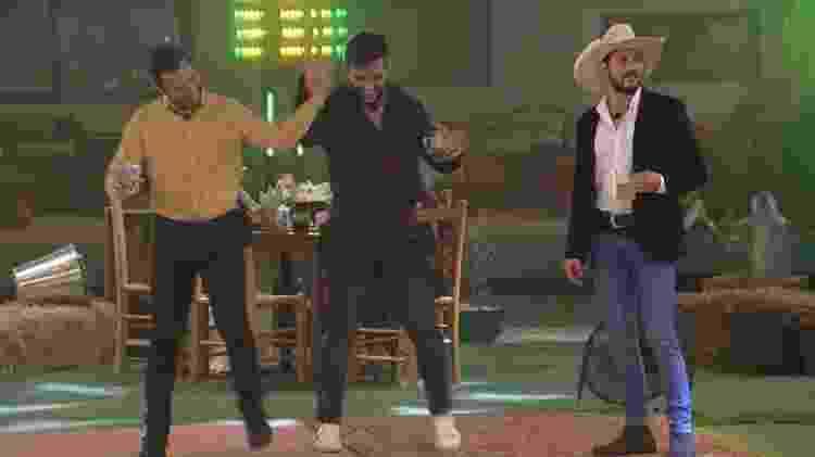 BBB 21: Gilberto, Arthur e Caio aproveitam festa do líder - Reprodução/ Globoplay - Reprodução/ Globoplay
