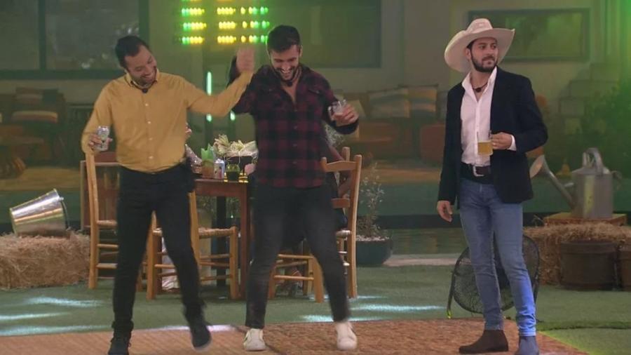 BBB 21: Gilberto, Arthur e Caio aproveitam festa do líder - Reprodução/ Globoplay