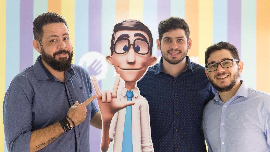 """Os fundadores da Hand Talk, Carlos Wanderlan (à esq.,), Ronaldo Tenório e Thadeu Luz (à dir.); empresa foi financiada para novo projeto """"high tech"""" para Libras - Divulgação"""