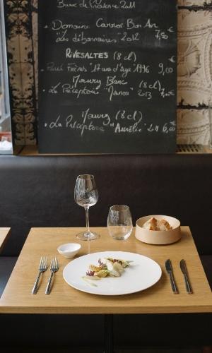 O restaurante Le Timbre oferece ótimas refeições por bons preços em Paris