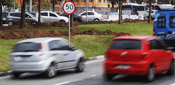 Carros circulam pela Marginal Pinheiros com novo limite de velocidade - Marco Ambrosio/Folhapress