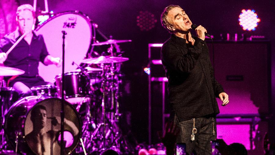 21.nov.2015 - O cantor britânico Morrissey, ex-vocalista dos Smiths, se apresenta no Citibank Hall, em São Paulo - Lucas Lima/UOL