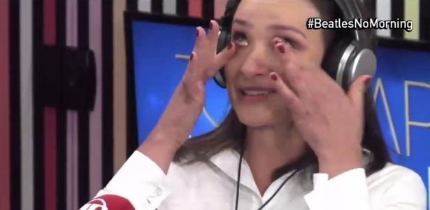 21.jun.2016 - Sabrina Parlatore chora ao revelar luta contra o câncer de mama - Reprodução/Jovem Pan