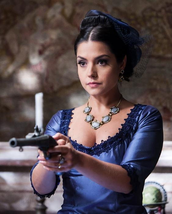 """Vilã Isabel (Thais Fersoza) tira a vida de um dos escravos de sua fazenda em """"Escrava Mãe"""""""