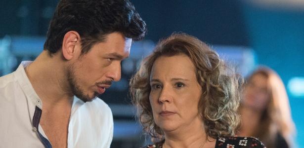 """Lázaro (João Vicente de Castro) e Néia (Ana Beatriz Nogueira) viram aliados em """"Rock Story"""" - Estevam Avellar/TV Globo"""