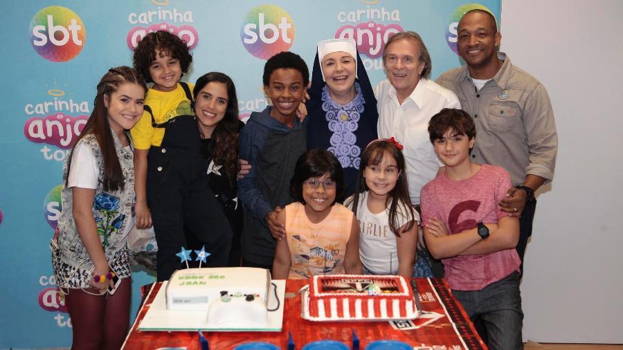 Colegas de elenco organizam festa surpresa para o ator Jean Paulo Campos no SBT - Lourival Ribeiro/Divulgação/SBT