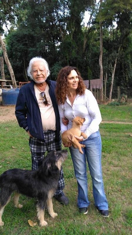 """Cid Moreira e a mulher, Fátima, adotaram cães em ONG - Reprodução/Facebook/Dog""""s Heaven"""