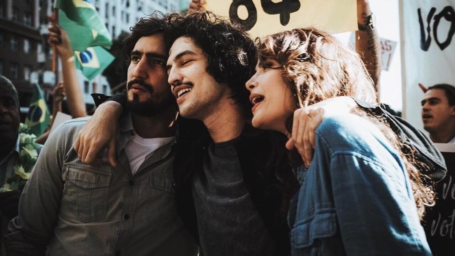 """Em """"Os Dias Eram Assim"""", Renato (Renato Góes) casou com Rimena (Maria Casadevall) e seu irmão Gustavo (Gabriel Leone) se apaixonou por ela  - Reprodução/Instagramleonegabriel"""