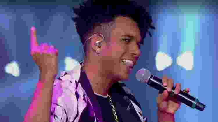 """Vinicius D'Black, que já pinta como um dos favoritos do """"The Voice Brasil"""" 2017 - Reprodução"""
