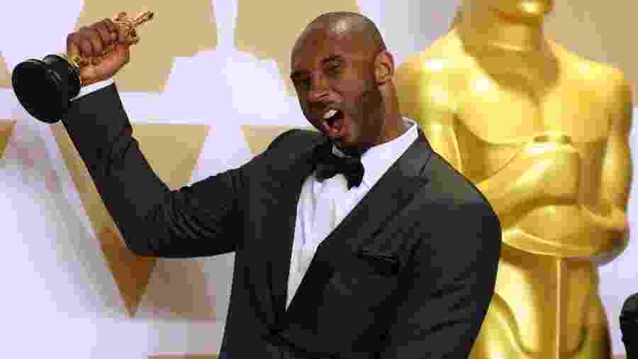 Kobe Bryant comemora a vitória no Oscar - REUTERS/Mike Blake