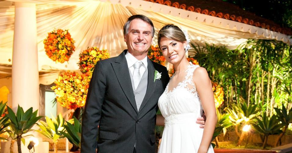 Deputado Jair Bolsonaro com sua esposa Michelle (capa)