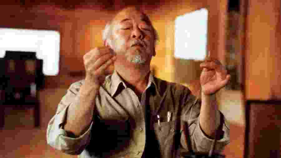 """Pat Morita como o Senhor Miyagi em """"Karatê Kid 3: O Desafio Final"""" - Divulgação"""
