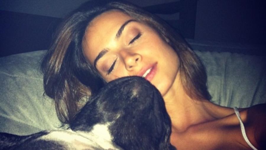 Thaila Ayala e seu cachorrinho - Reprodução/Instagram