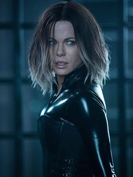 """Kate Beckinsale em cena de """"Anjos da Noite: Guerras de Sangue"""" - Reprodução"""