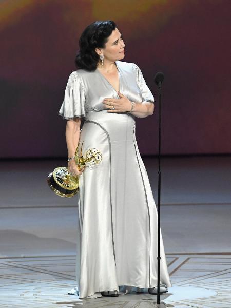 Alex Borstein agradece Emmy de melhor atriz coadjuvante em comédia - Kevin Winter/Getty Images
