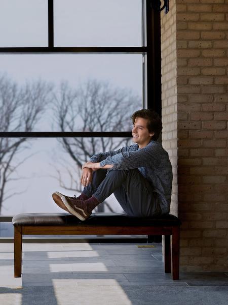 """Cole Sprouse no filme """"A Cinco Passos de Você"""" - Divulgação"""