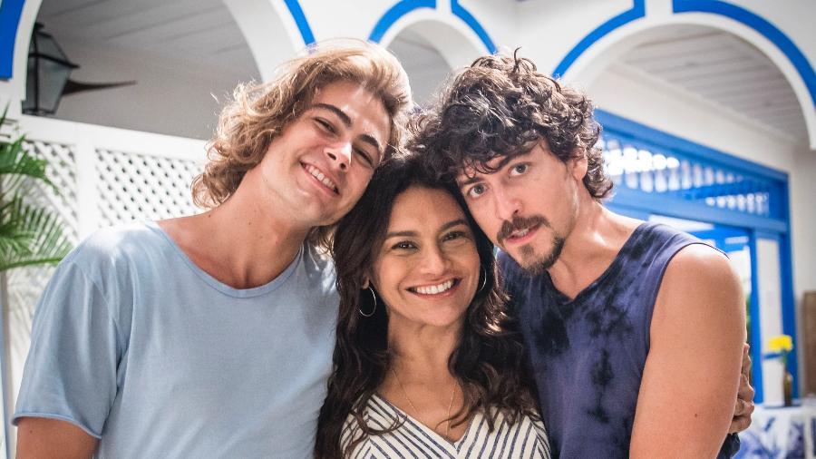 Janaína (Dira Paes) com os filhos João (Rafael Vitti ) e Jerônimo (Jesuíta Barbosa) - Divulgação/TV Globo