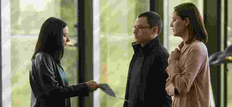 """A delegada Verena (Caroline Abras) prende Ricardo Bretch (Emilio Orciollo Netto) na segunda temporada de """"O Mecanismo"""" - Karima Shehata/Netflix"""