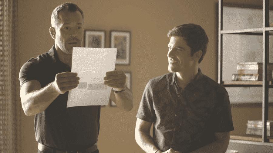 Agno (Malvino Salvador)encontra o documento que devolve a fábrica a Maria da Paz (Juliana Paes) - TV Globo