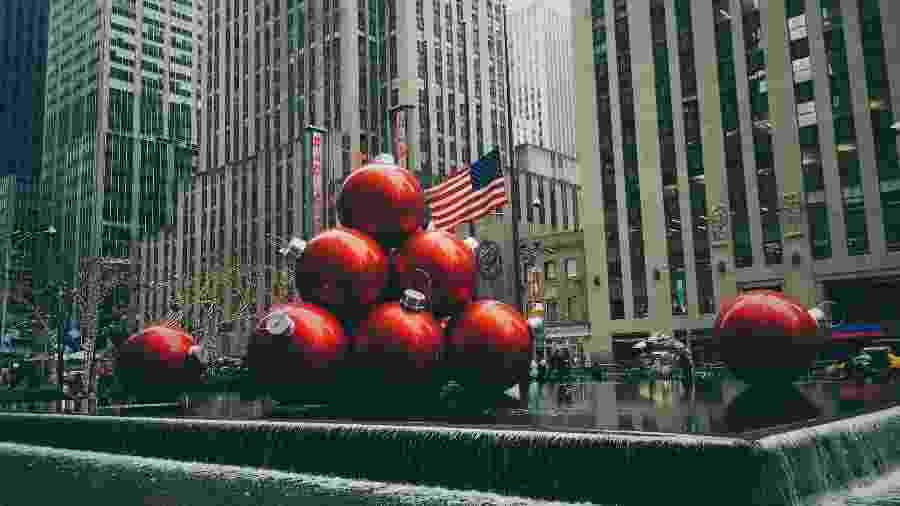 Nova York fica toda enfeitada à espera do Natal - Jon Tyson/Unsplash