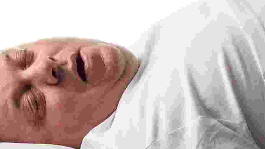 A apneia do sono pode causar ronco alto e respiração ruidosa enquanto a pessoa dorme - SCIENCE PHOTO LIBRARY