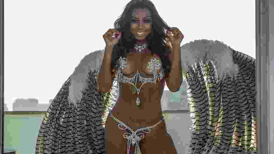Karoline Coutinho em ensaio com lingerie de cristais; ela assumiu que é ela em vídeo pornô que vazou - Reprodução - Foto Marcos Mello
