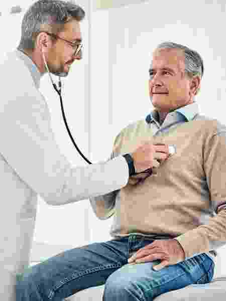 Idoso no médico - iStock - iStock