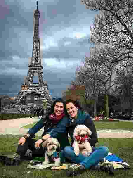 Fernanda e Noelma e os companheiros de viagem Luque e Toby, em Paris - Arquivo pessoal - Arquivo pessoal