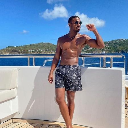 Michael B. Jordan aparece sem camisa durante passeio de barco - Reprodução / Instagram