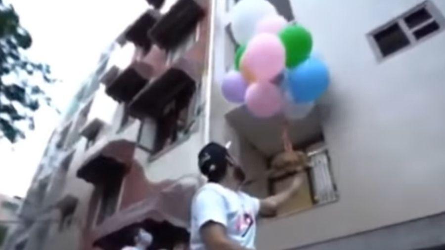 Youtuber indiano prendeu o cão a uma dezena de balões e o soltou - Reprodução/Youtube