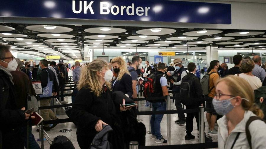 De acordo com o governo britânico, a lista de países cujos viajantes têm direito a ingressar no Reino Unido está sob constante revisão - Reuters